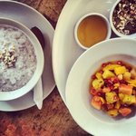  coconut porridge w. fruit salad